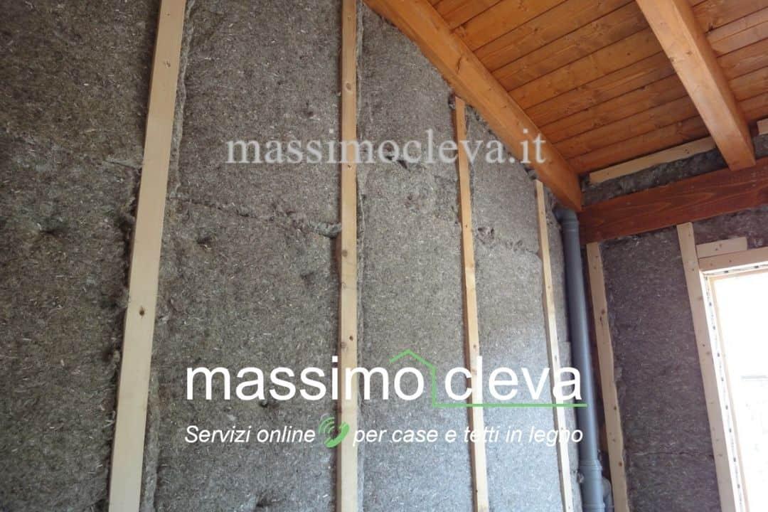 Isolamento termico contro-parete di casa in legno